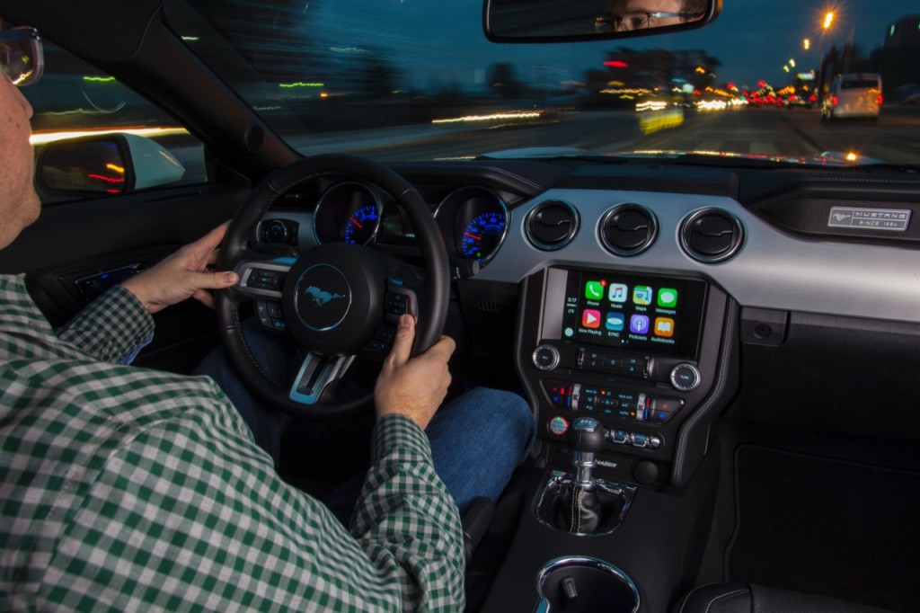 MustangAppleCarplay